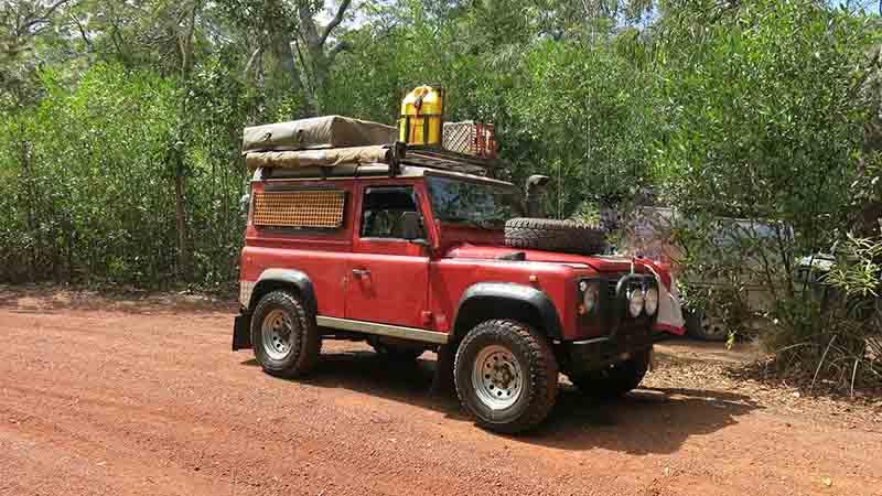 Land Rover Defender 90 300TDI met daktent te huur